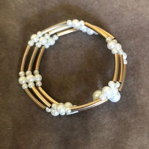 Jewelry - Gold & pearl bangle bracelet